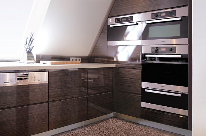 Küchen mit Furnier- und Holzoberflächen - Alfred Jacobi ...
